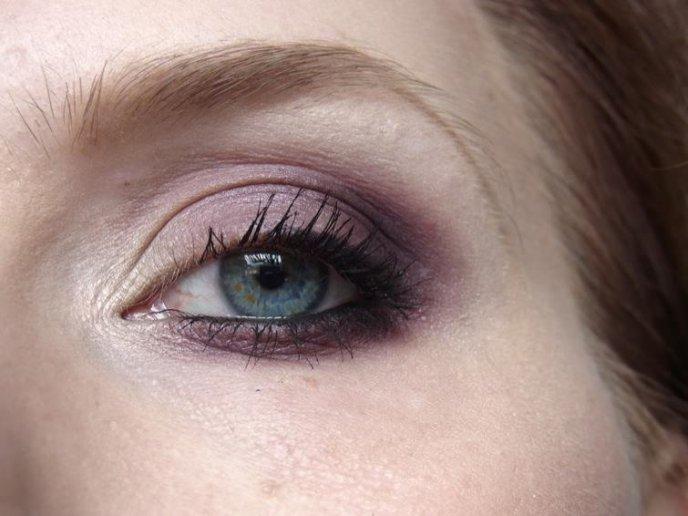 Luxurious Purple mit MAC Shale, Sketch und Vex