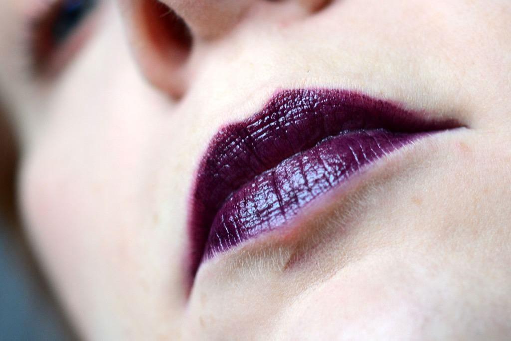 Absinth auf den Lippen <br/>Beni Durrer Absinthe KitKat Lippenstift